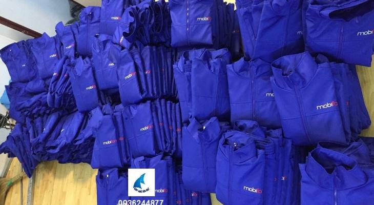 May áo khoác gió đồng phục giá rẻ và nhiều ưu đãi, nhận đặt hàng với số lượng lớn, chiết khấu hoa hồng cao cho người giới thiệu. Nhận may áo tốt nghiệp.